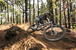 Remi Thirion Introduces the Commencal Meta AM V.2 - Video