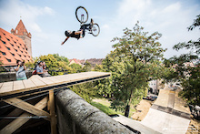 Replay: Red Bull District Ride