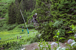 Video: Camille Blanchard Rides Châtel