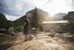 Video: Constructing the Commencal Office Pump Track